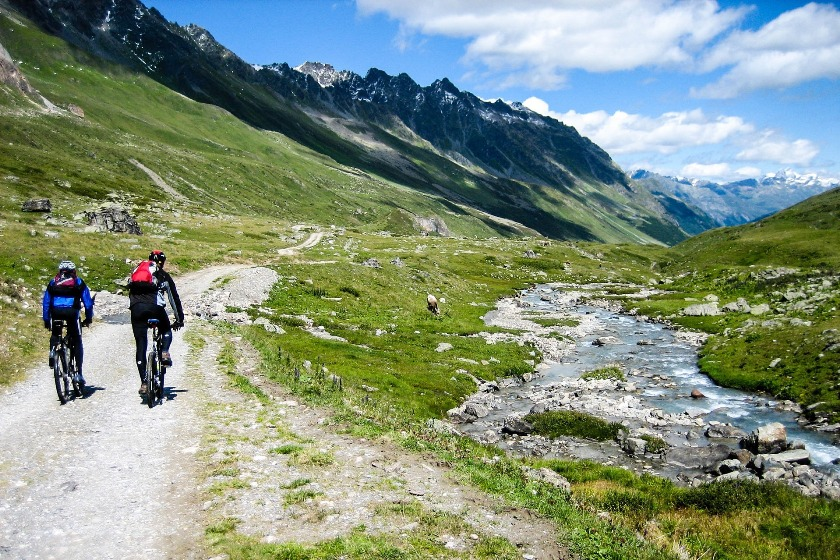 In their free time, EHL students discover the mountains of Graubünden on their bikes