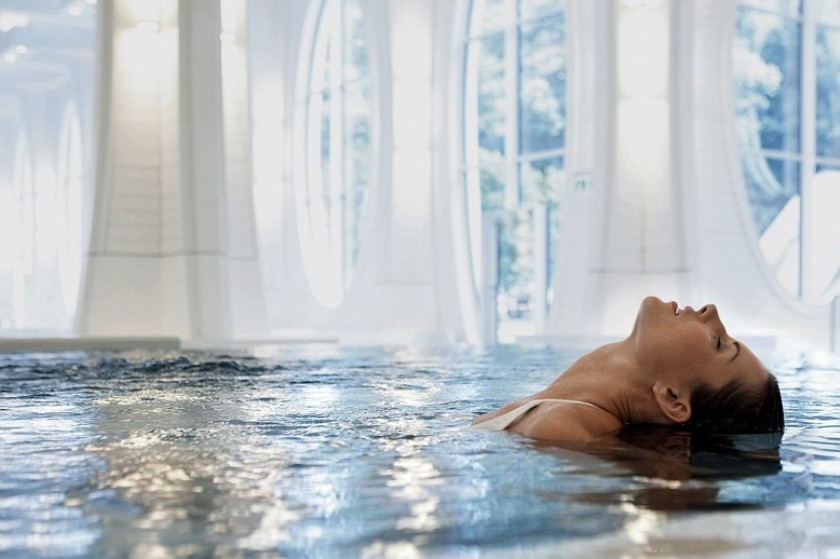 Das Wellness Bad des Grand Resort Bad Ragaz liegt in der Nähe des EHL Campus Passugg